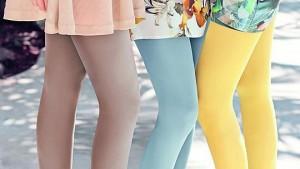 Farbenfrohe und heitere Kombination: Leggings oder Strumpfhosen im Sommer